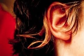 prurito interno orecchie prurito all orecchio esterno o interno quali sono le cause e