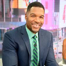 michael strahan new haircut michael strahan lost a little bit of his pinky finger watch