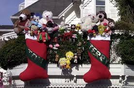 Outdoor Christmas Decorations Roller Coaster by Extreme Holiday Decorators Show Us Their Stuff Sparefoot Blog