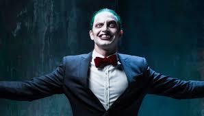 man whinging about girls dressed as harley quinn dresses as joker