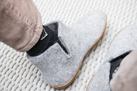 Most Comfortable Slippers For Men The Best Slippers For Women And Men Wirecutter Reviews A New