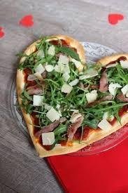 cuisine valentin sos repas de valentin en 30min 1 pizza d amour saints