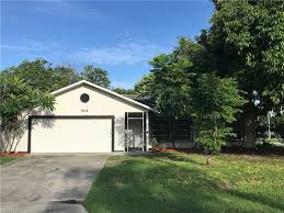 Garage Homes Cape Coral 3 Bed 2 Bath 2 Car Garage Homes For Sale