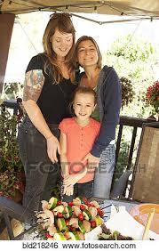 lesbienne dans une chambre banque d images lesbienne étreindre fille bld218246