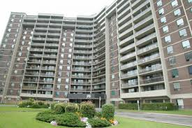 One Bedroom Apartment In Etobicoke Lincoln Towers 545 The West Mall Etobicoke Apartments East