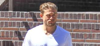 how to get thecharlie hunnam haircut charlie hunnam feels so lucky to play king arthur charlie