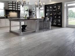 cuisine plancher bois planchers de bois franc preverco cuisine et blanche chêne