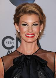 faith hill debuts a new pixie haircut at the cma awards glamour