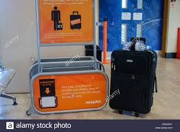 cabin baggage stock photos u0026 cabin baggage stock images alamy