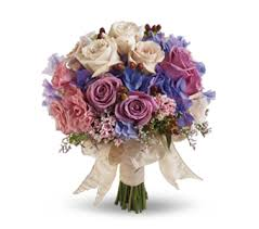 flowers for wedding choosing wedding flowers tips and trends teleflora