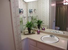 bathroom staging ideas this bathroom had pink and green wallpaper since the owner couldn t