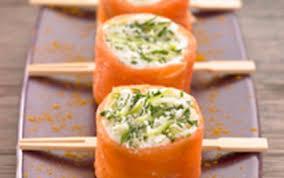 cuisiner saumon fumé recette sushis de saumon fumé à la bûche de chèvre et pomme