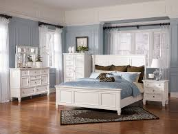 Cream Bedroom Furniture Sets by Cream Bedroom Furniture In Luxury Traditional Bedroom With A Fan