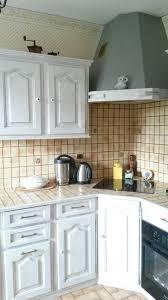 boutons de cuisine relooking cuisine à ambloy avec un effet vieilli blanc et orage