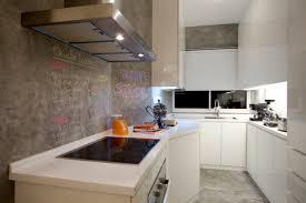 tafelfarbe küche küchenwandgestaltung ideen tafelfarbe grau weiße schränke