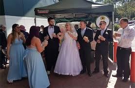 wedding arches bunnings wedding could this be the most aussie wedding of all time yahoo7