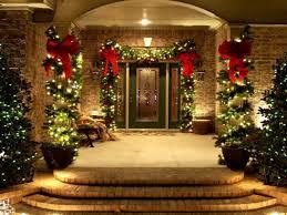 ideen für weihnachtsdeko außen ein schön beleuchteter eingang