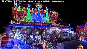 christmas light show toronto toronto family s dazzling holiday display featured on great