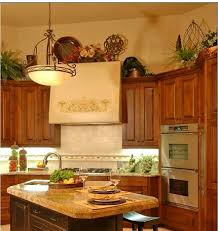 kitchen cabinets decorating ideas how do i decorate above my kitchen cabinets la z boy arizona
