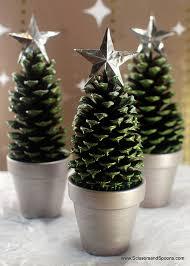 pretty winter crafts using pinecones landeelu
