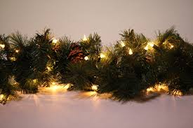 Christmas Garland With Lights by Christmas Garlands Peeinn Com
