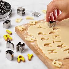 amazon com cake boss 26 piece decorating tools fondant cutter set