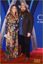 dierks bentley wedding chris stapleton u0026 dierks bentley hit the red carpet at cma awards