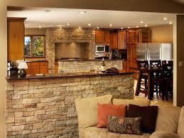 cuisine semi ouverte avec bar déco pour les murs de la cuisine en 49 exemples