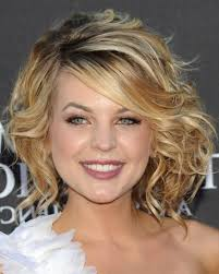 wavy curly hairstyle with side swept bangs ideas
