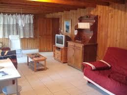 canapé grange en entrant dans la chambre on découvre nue grande pièce à vivre avec