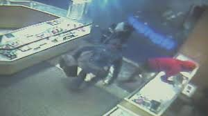 kay jewelers hours robbery suspects smash glass case steal jewelry from kay jewelers