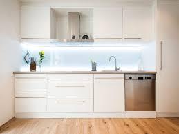 küche fliesenspiegel küche fliesenspiegel glas nach maß küchenrückwand aus holz