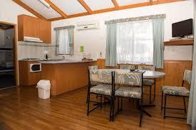2 bedroom deluxe holiday cabin kalganyi holiday park