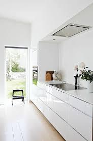 cuisine blanche et mur gris cuisine blanche bois stunning deco cuisine noir blanc gris with