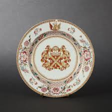 assiette de porcelaine rare assiette en porcelaine aux armes de matthaeus de neufvilles d