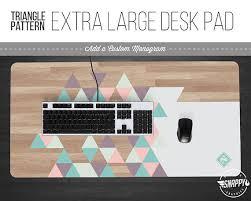 tapis de bureau personnalisé triangle pastel bois motif impression large sous w