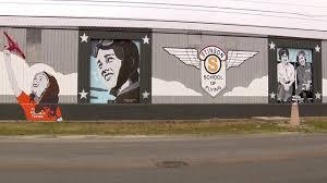 new mural at stinson celebrates women s achievement in aviation