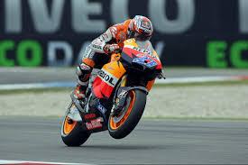 honda cbr sportbike wheelie track race track wallpaper 2560x1706