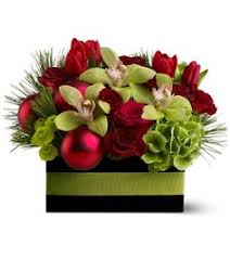 christmas floral arrangements christmas flowers from up towne flowers gift shoppe your local col