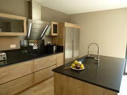 cuisine bois et inox cuisine design graveson bois ilot central évier inox hotte falmec