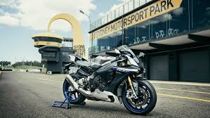 2017 yamaha yzf r1m revealed check out this gorgeous new black