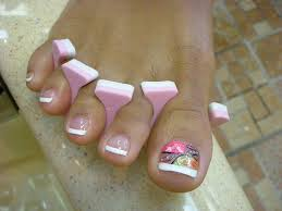 omgeeee nikki i want this on my fingers or toes lol colorful toe