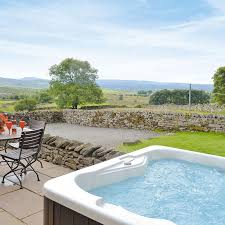 Cottages To Rent With Swimming Pools by Holiday Cottages With Tubs Cottages Com