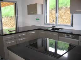 cuisine grise plan de travail noir cuisine grise avec plan de travail noir cuisine grise et