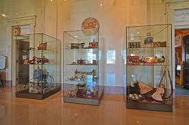 Wall Mounted Glass Display Cabinet Singapore Museum Display Case Specifications