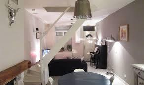 escalier entre cuisine et salon un escalier au milieu du salon comment l optimiser des