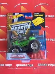wheels monster jam grave digger truck grave digger 05 2016 wheels monster jam case a ebay