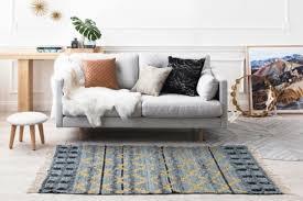 recouvrir un canapé relooker un vieux canapé solutions faciles et pas chères côté