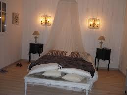 chambre en pin chambre à coucher habillée en volige sapin et parquet pin vitrifié