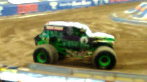 grave digger monster truck 30th anniversary monster jam 2017 albuquerque nm grave digger youtube
